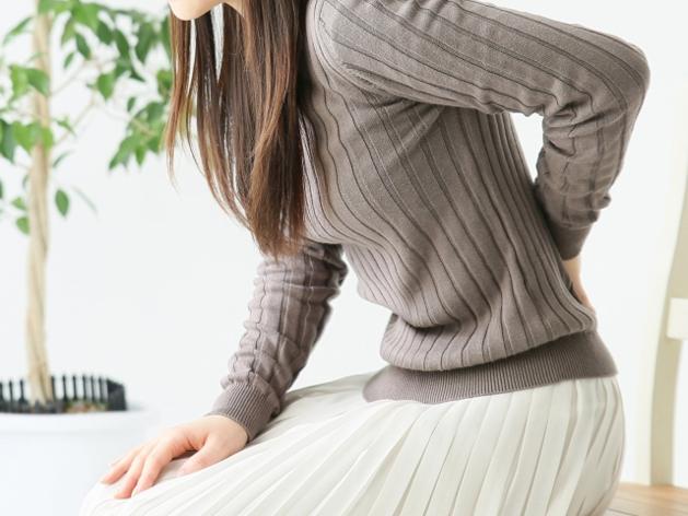 骨盤の歪みからくる症状に悩む女性