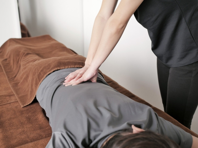 施術により下半身を安定させることで症状を改善します