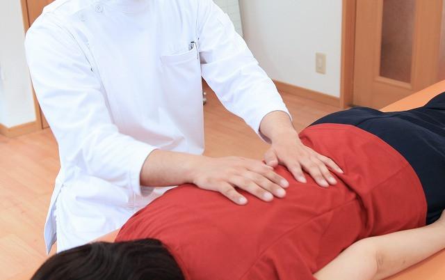 背骨をゆらして肩こり改善