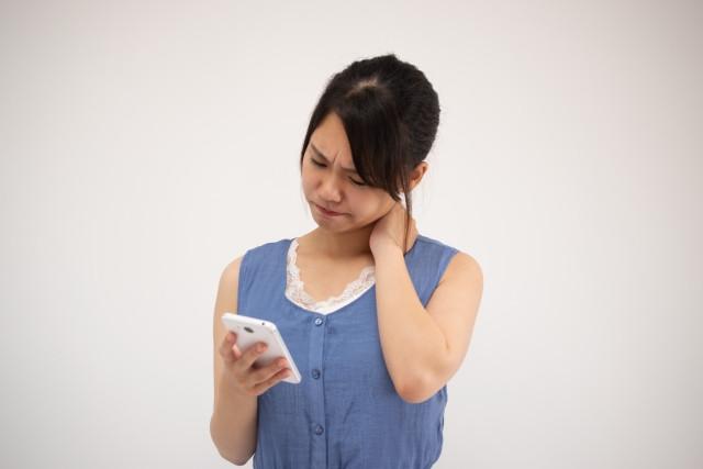 長時間のスマホ操作も自律神経失調症の原因になります