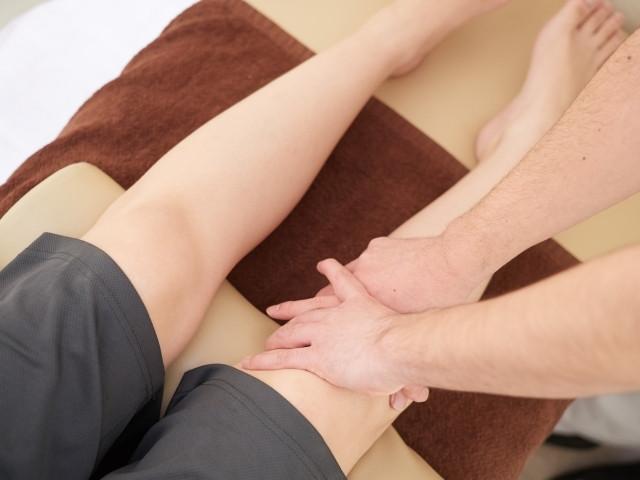 優しい施術で全身を整えて膝痛の根本原因から改善します