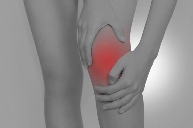歩き方の良くない癖も膝痛の原因になります
